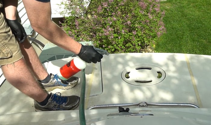fiberglass-boat-cleaning