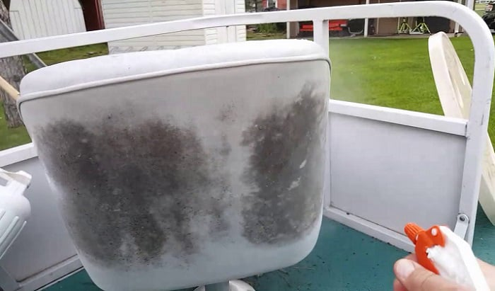 removing-mold-from-boat-seats