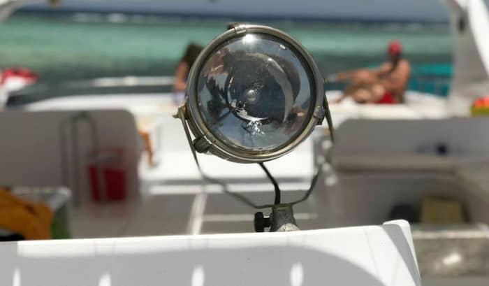 best-handheld-spotlight-for-boating