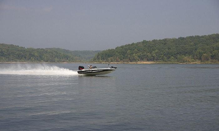 How-much-does-a-17-foots-fiberglass-Bass-Boat-weigh