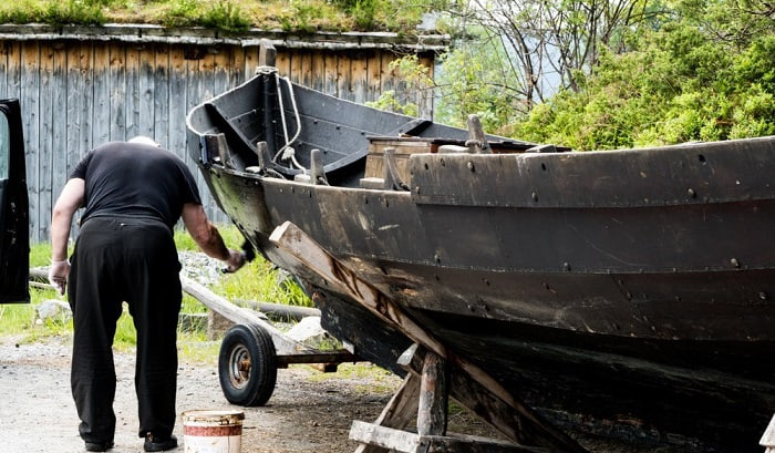 how to bottom paint a boat on a trailer